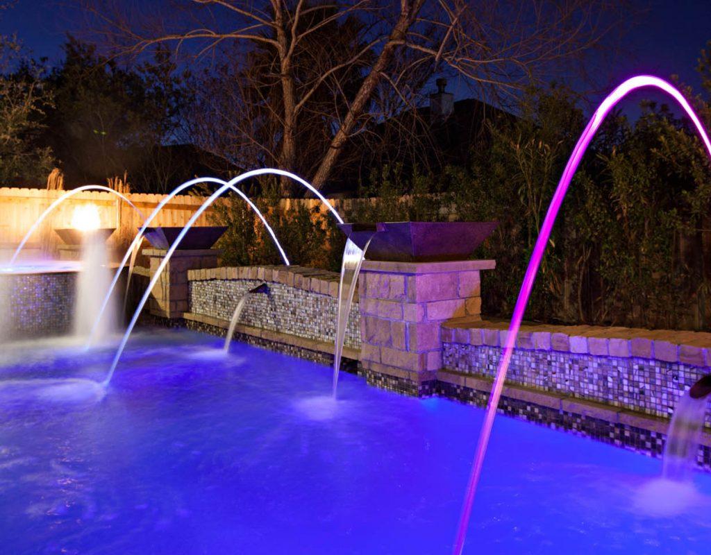iluminación fuente piscina moderna